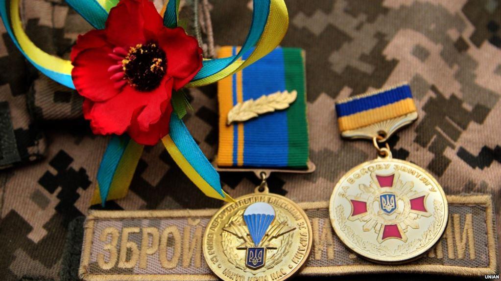 Незаконний продаж і носіння військової форми