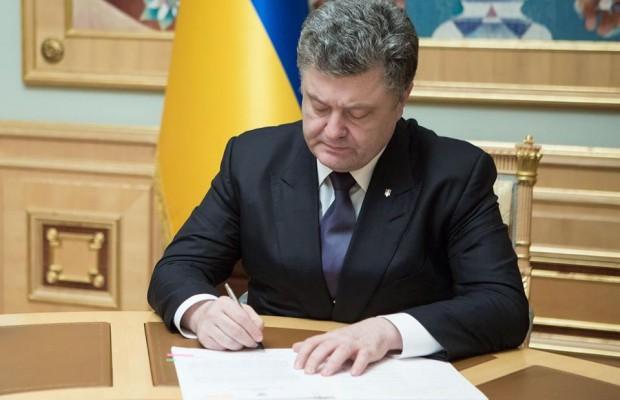 Порошенко підписав закон, що заохочує до військової служби