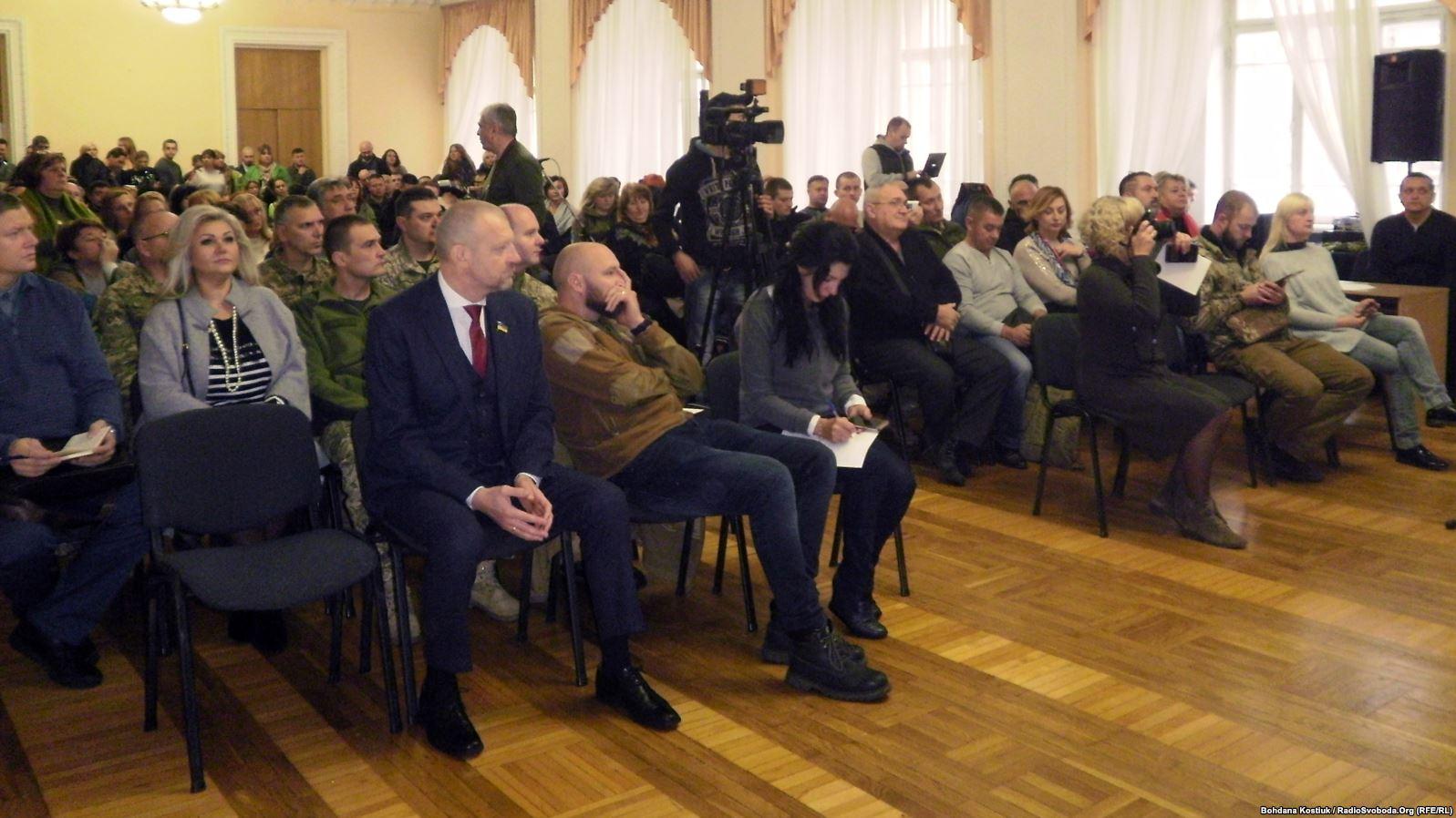 У Києві обговорили пропозицію акредитації волонтерів у зоні ООС