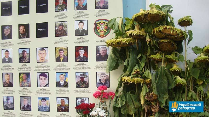 Відповідальність за наругу над пам'ятниками українським захисникам