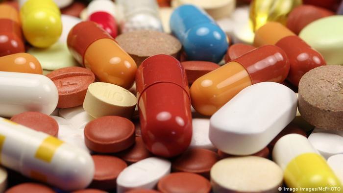 Посилять відповідальність за підробку чи продаж ліків без рецептів