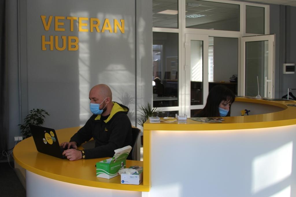 Основне правило VeteranHub: Ми нічого не робимо замість ветерана